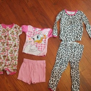 Other - Adorable 2T jammies bundle